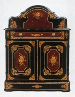 Cottage-Style Commode