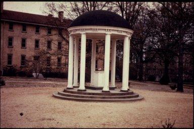 University of North Carolina at Chapel Hill: Old Well