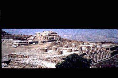 Monte Alban: Building J