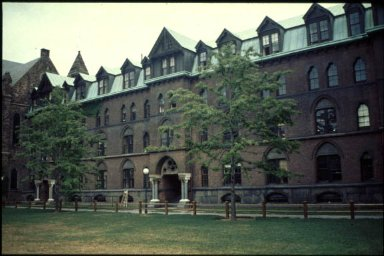 Yale University: Farnham Hall