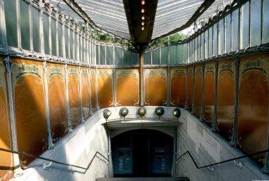 Paris Metro (Porte Dauphine)