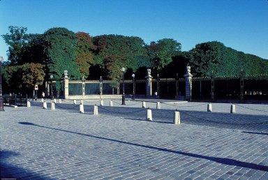 Jardin du Luxembourg: Place Honnorat