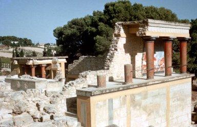 Palace of King Minos: Propylaeum (North)