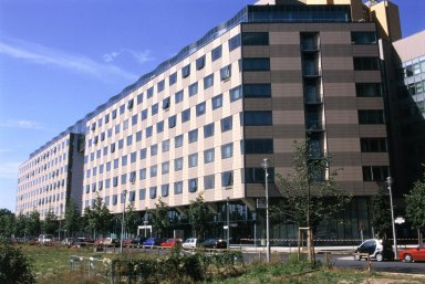 Berliner Volksbank: Office and Commercial Building