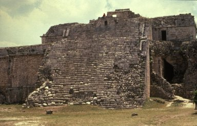 Chichen Itza: Temple of the Wall Panels