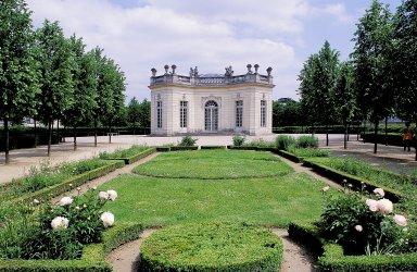 Versailles: Petit Trianon Gardens