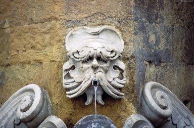 Piazza de Frescobaldi Fountain