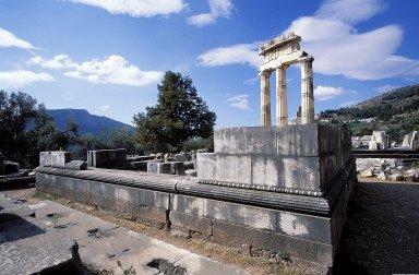 Sanctuary of Athena Pronaia: Temple of Athena