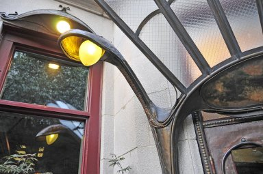 Sandrine's Bistro [Paris Metro canopy reproduction]