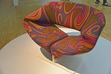 Ribbon Chair 582
